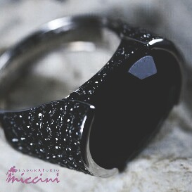 Anello diamanti neri ed onice