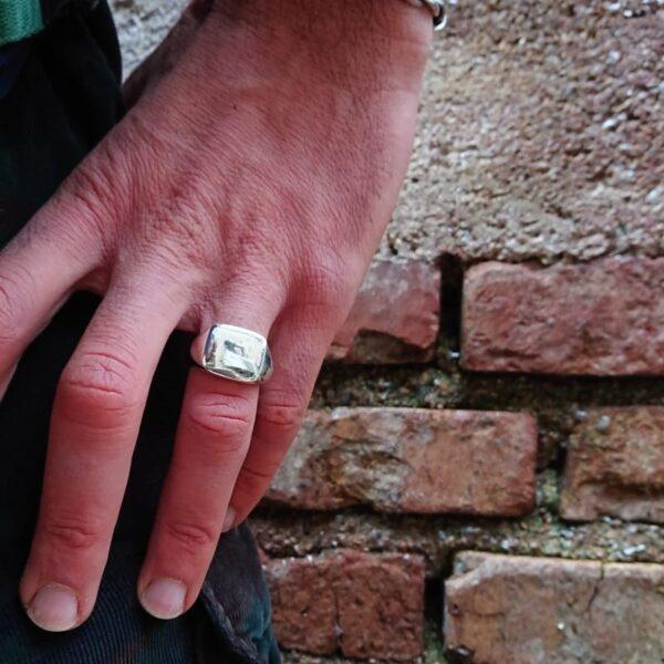 anello chevalier rettangolare da uomo personalizzabile