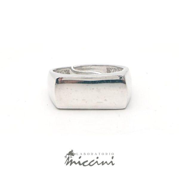 Anello rettangolare in argento