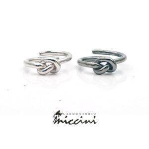 anelli con nodo in argento nero o bianco