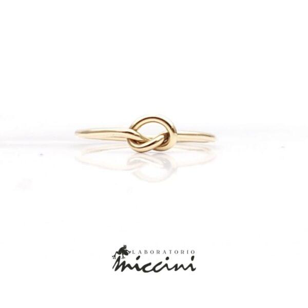 Anello nodo in oro giallo
