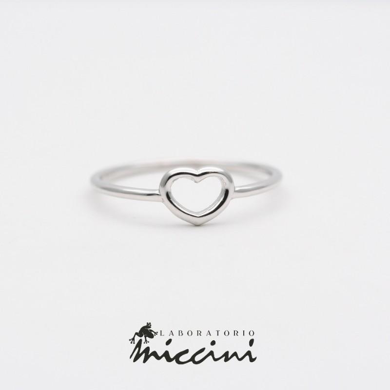 comprare popolare 1f23c 76c39 Anello con cuore in oro bianco