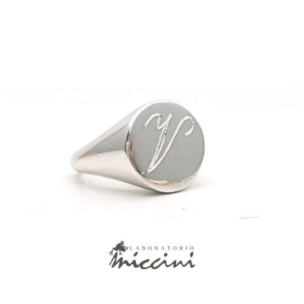 Anello chevalier da mignolo in argento con iniziale V incisa