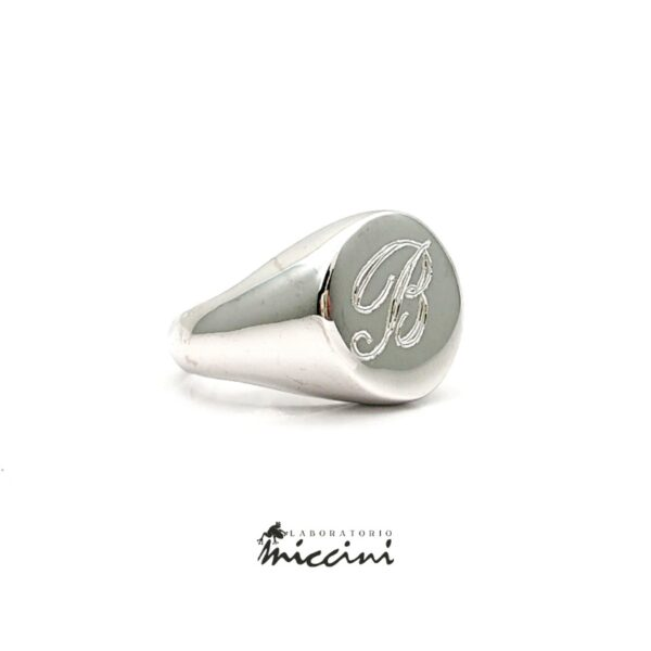 Anello chevalier rotondo in argento personalizzato con iniziale B