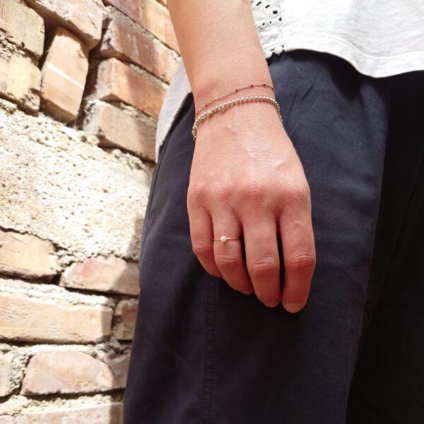 piccolo anello in oro fatto a mano con perla d'acqua dolce