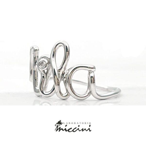 anello con nome in oro