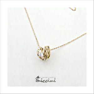 Collana filo in oro giallo con diamante