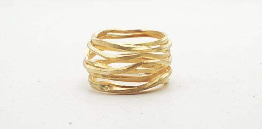 Anello filo in oro giallo