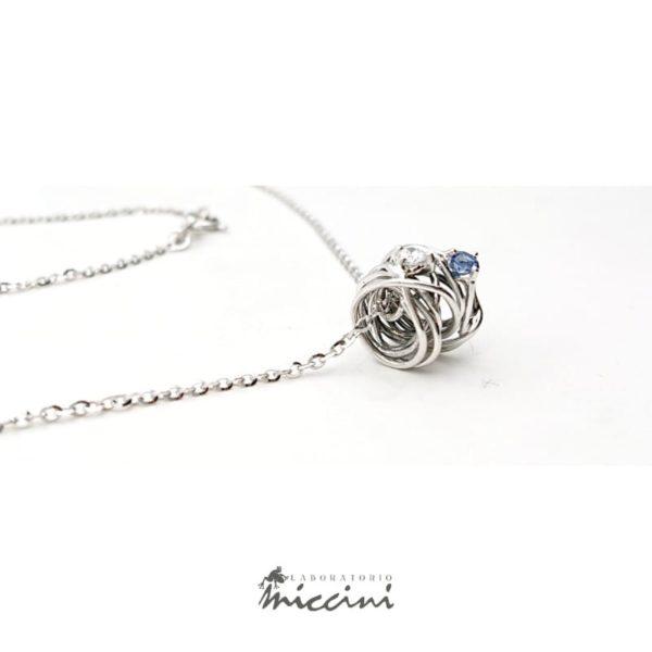 Collana gomitolo di filo con diamante e zaffiro