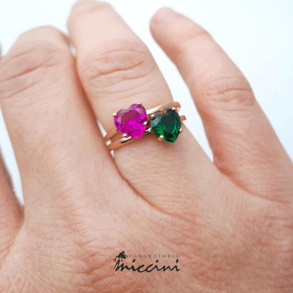 anelli con pietra fucsia e verde in argento