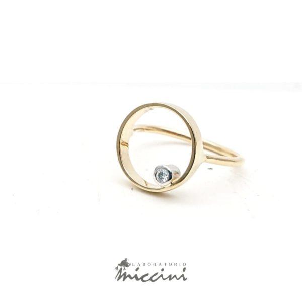Anello cerchio con diamante in oro giallo