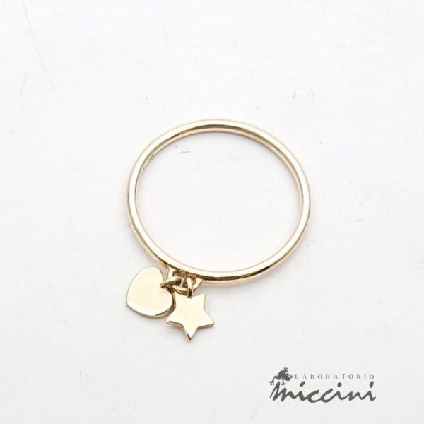 Anello con cuore e stella in oro giallo