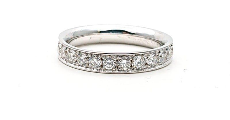 Fedina tuttogiro con diamanti in oro bianco