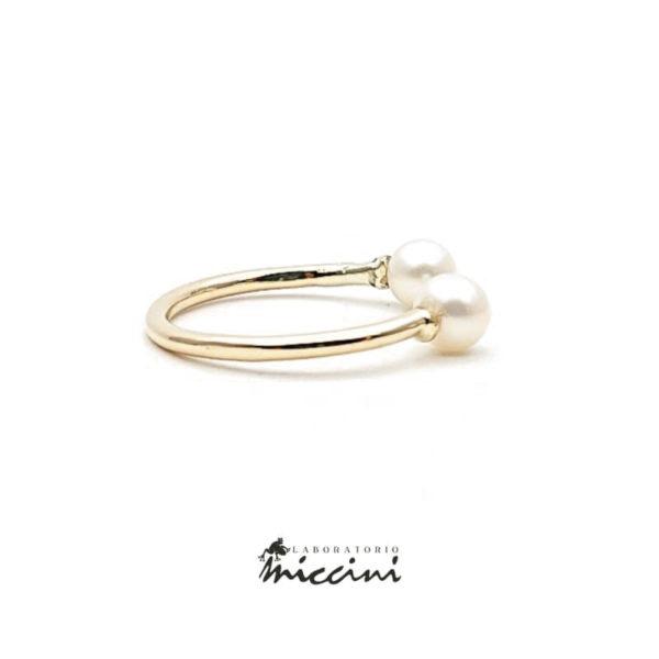 Anello aperto con perle in oro giallo