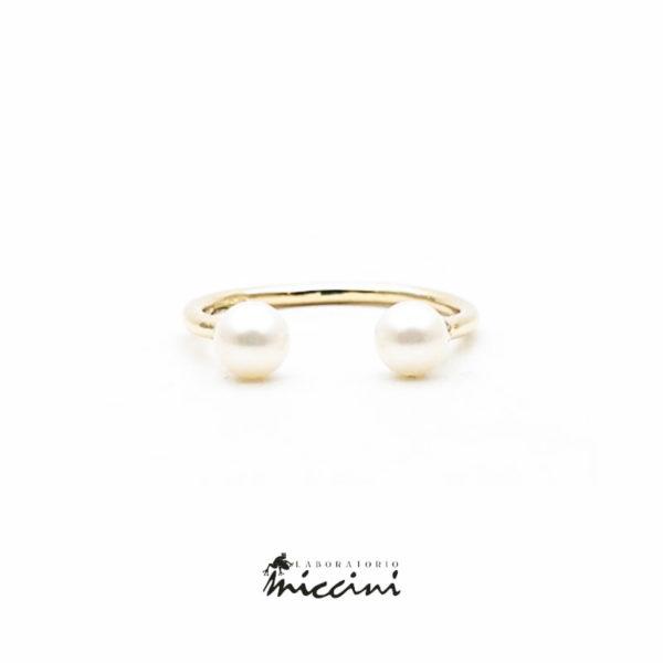 Anello aperto con 2 perle in oro giallo