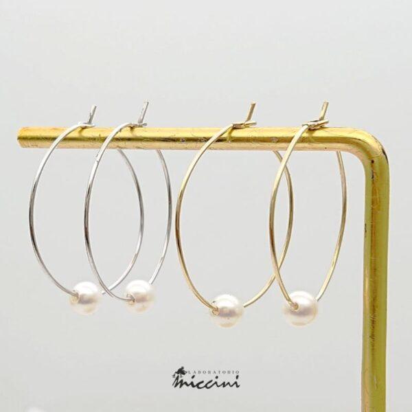 orecchino a cerchio con perla