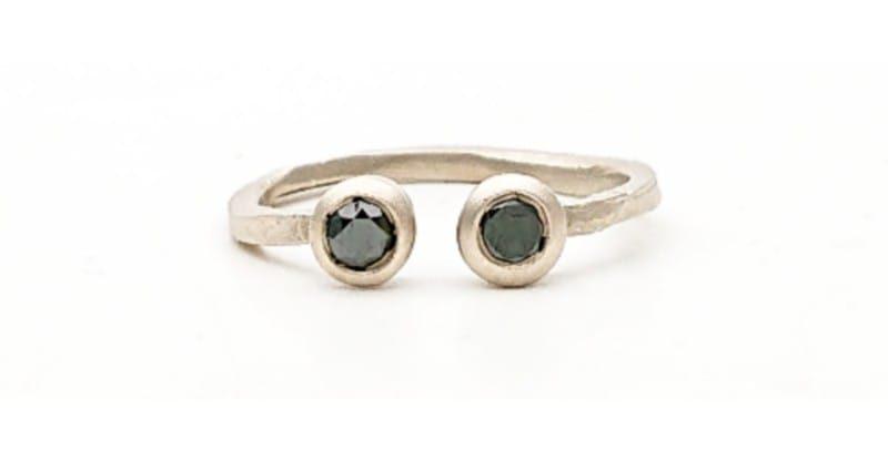 Anello aperto con diamanti neri