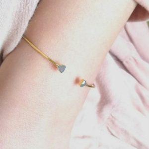 Bracciale rigido in argento dorato con labradoriti naturali