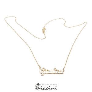 collana fatta a mano con nome in oro giallo
