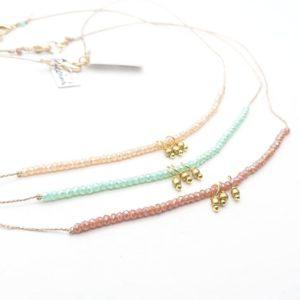 Collana girocollo con microcristalli colorati e 3 pendenti