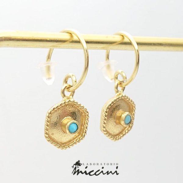 Orecchini cerchio dorato con esagono e pietra turchese