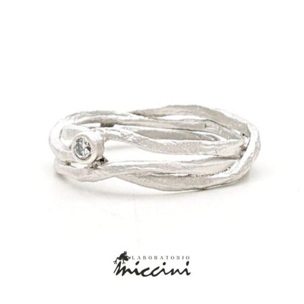 Anello con diamante fatto a mano in argento