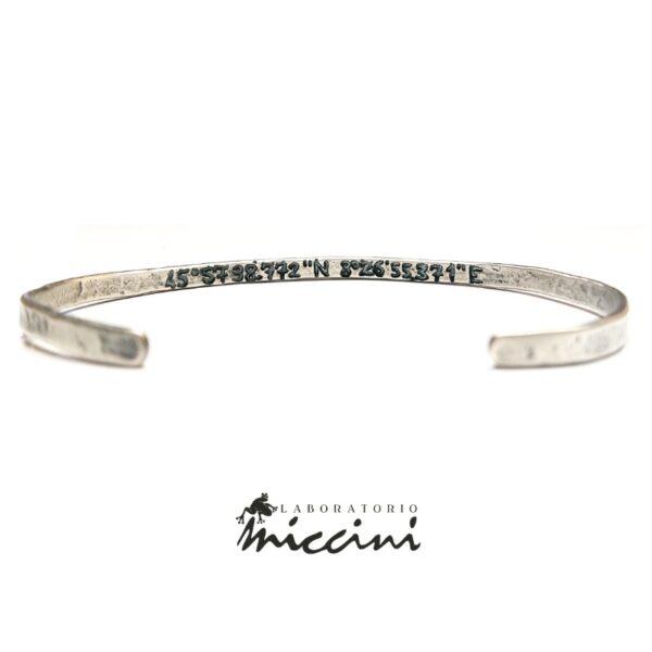 Bracciale personalizzabile rigido in argento brunito con coordinate incise