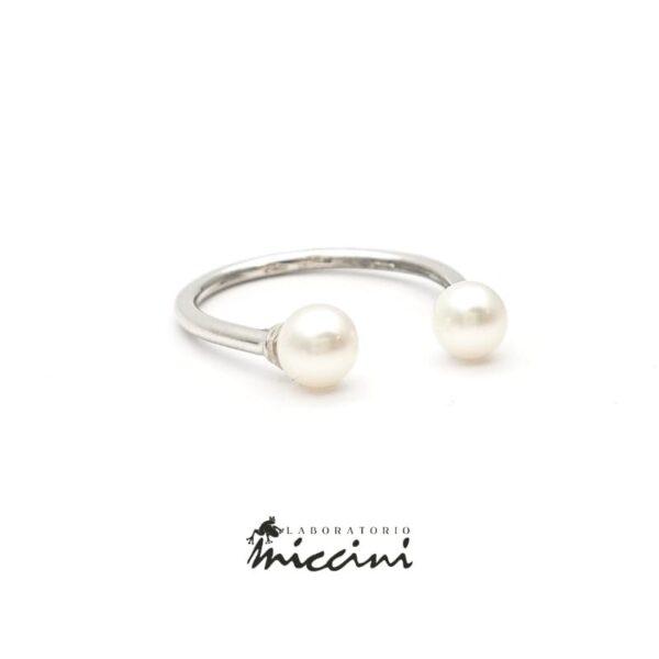 Anello aperto con 2 perle in oro bianco