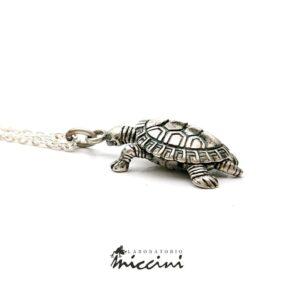 Collana con tartaruga in argento