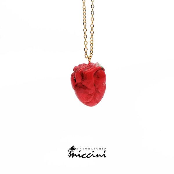 cuore anatomico in ceramica a forma di fragola