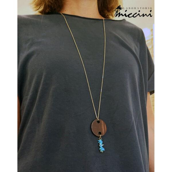 collana con pendente in legno e chips di turchese naturale