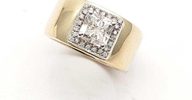 Anello a fascia in oro giallo con diamanti