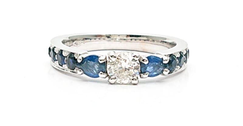 Anello con diamante e zaffiri