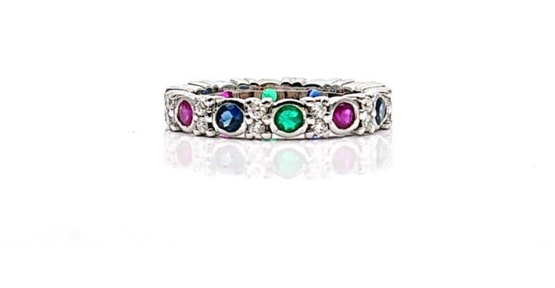 Anello tutto giro con diamanti, zaffiri, smeraldi e rubini