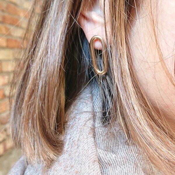 orecchini a cerchio allungato