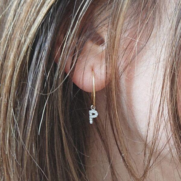 orecchino argento con iniziale