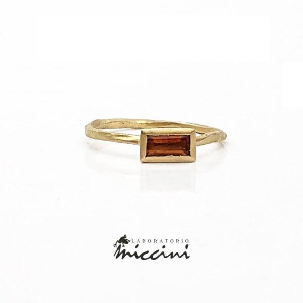 anello con quarzo citrino in oro 18 kt