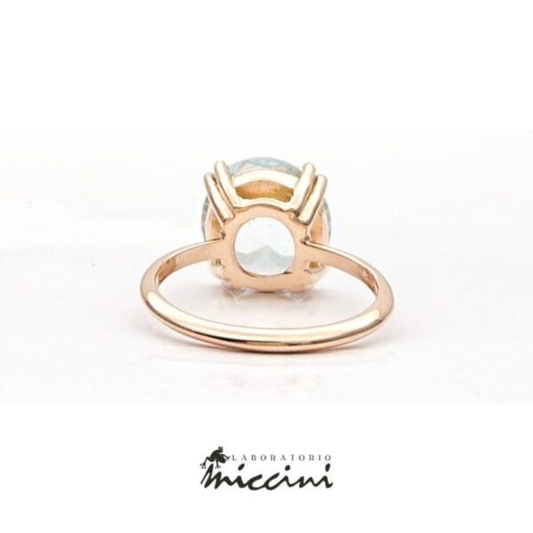 anello in oro rosa con acquamarina taglio brillante
