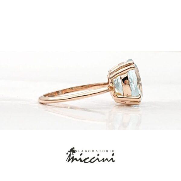 anello con acquamarina in oro rosa