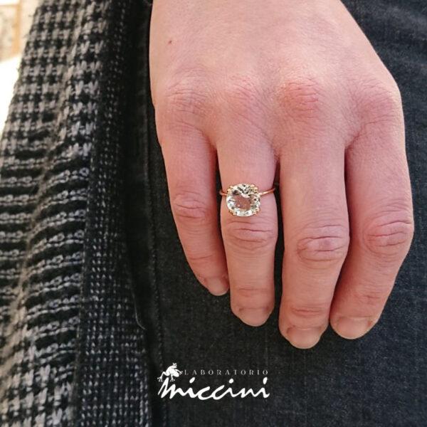 anello acquamarina taglio brillante in oro rosa