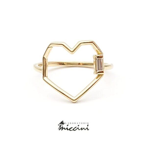 anello a forma di cuore geometrico con diamante