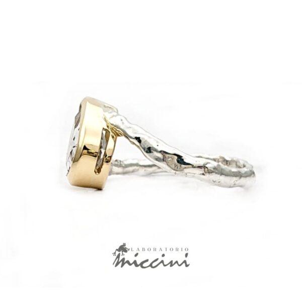 anello con morganite con castone in oro e gambo in argento