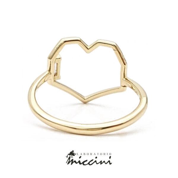 anello in oro giallo a forma di cuore geometrico con diamante