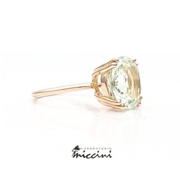 anello in oro rosa con acquamarina