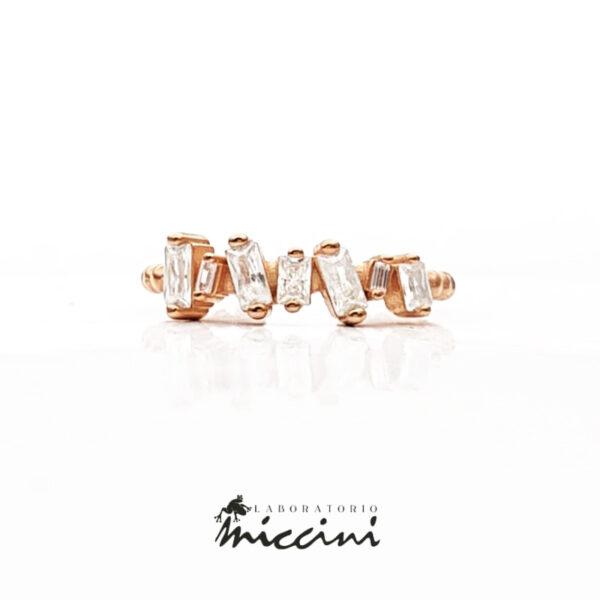 anello con cristalli taglio baguette in argento 925 rosato