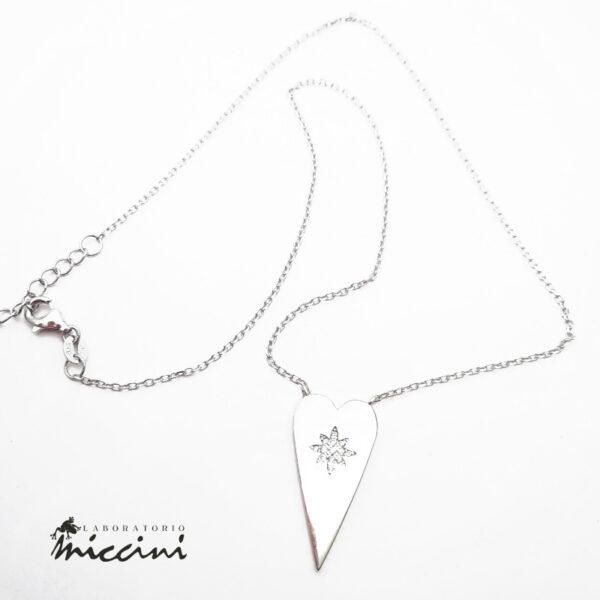collana on pendente a forma di cuore e stella di zirconi