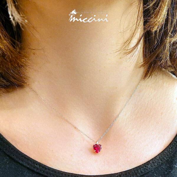 collana in argento rosato con ciondolo a cuore di zircone rosso
