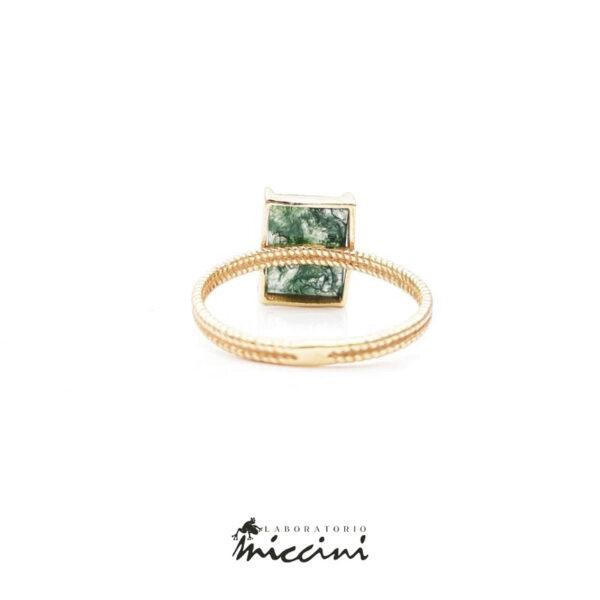 anello con pietra verde in argento 925 dorato