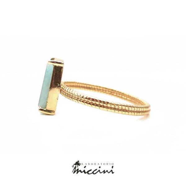 anello con labradorite con castone in argento dorato