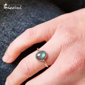 anello ovale con labradorite in argento 925